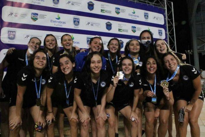 Time feminino do Pinheiros, campeão, Brasil Open 2020
