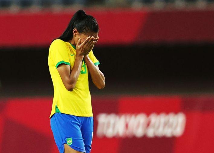 Bruna Benites lamenta derrota da seleção feminina de futebol do Brasil contra o Canadá na Olimpíada de Tóquio