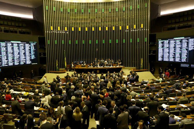 Plenário da Câmara dos Deputados aprova o texto-base da Medida Provisória (MP) 867/18, que prorroga o prazo de adesão do produtor rural ao Programa de Regularização Ambiental (PRA) até 31 de dezembro de 2020.