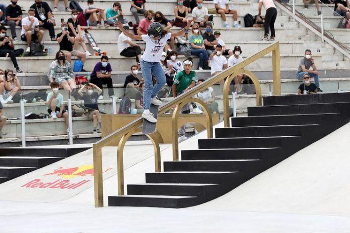 Rayssa Leal - manobra- skate street - bronze - Mundial de Skate Street - Roma - Itália