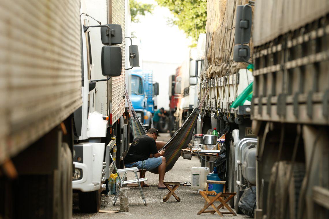 Governo Bolsonaro consegue evitar greve dos caminhoneiros