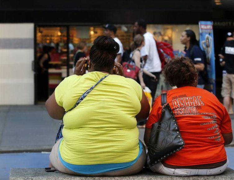 Estudo relaciona câncer de mama com obesidade.