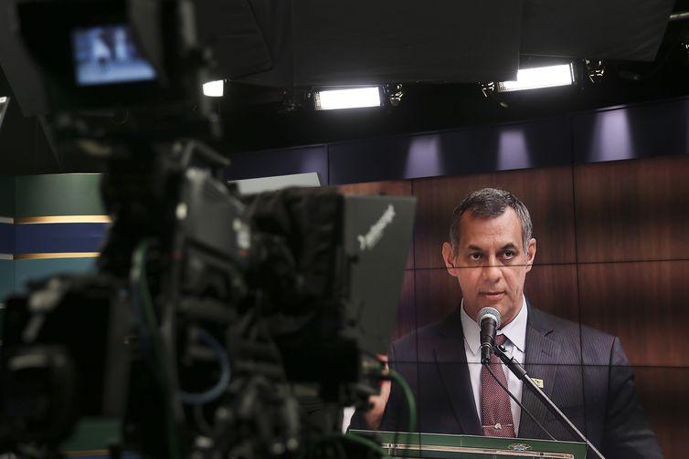 O porta-voz da Presidência da República, Otávio Rêgo Barros, fala à imprensa no Hospital Vila Nova Star, em São Paulo, sobre a prorrogação do afastamento do presidente, Jair Bolsonaro.