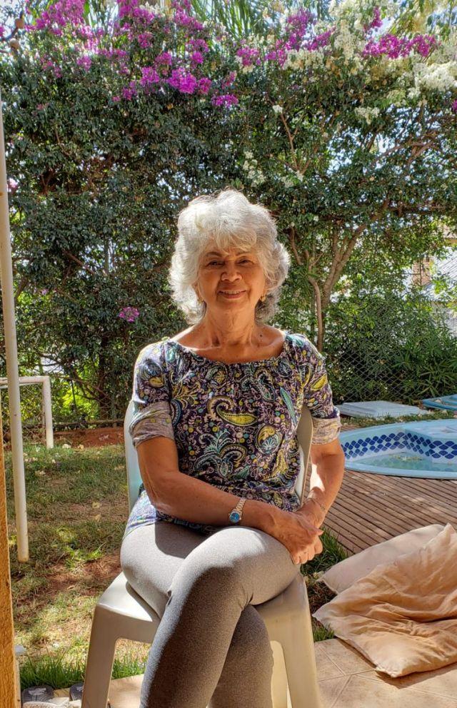 Antônia mora em São Paulo sozinha e sente falta dos netos para contar histórias