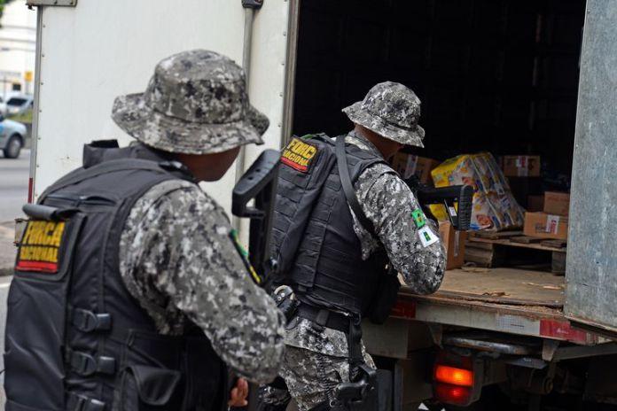 Rio de Janeiro - A Força Nacional faz operação contra o roubo de cargas na Avenida Brasil, em conjunto com militares, polícias estaduais e Rodoviária Federal, nas rodovias do estado (Tomaz Silva/Agência Brasil)
