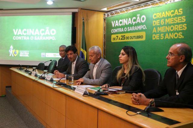 """O ministro da Saúde, Luiz Henrique Mandetta, participa do lançamento da campanha """"Vacinação contra o Sarampo"""""""