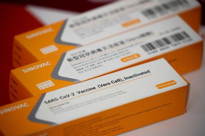 Caixas com vacinas experimentais contra Covid-19 da Sinovac em Pequim. coronavac