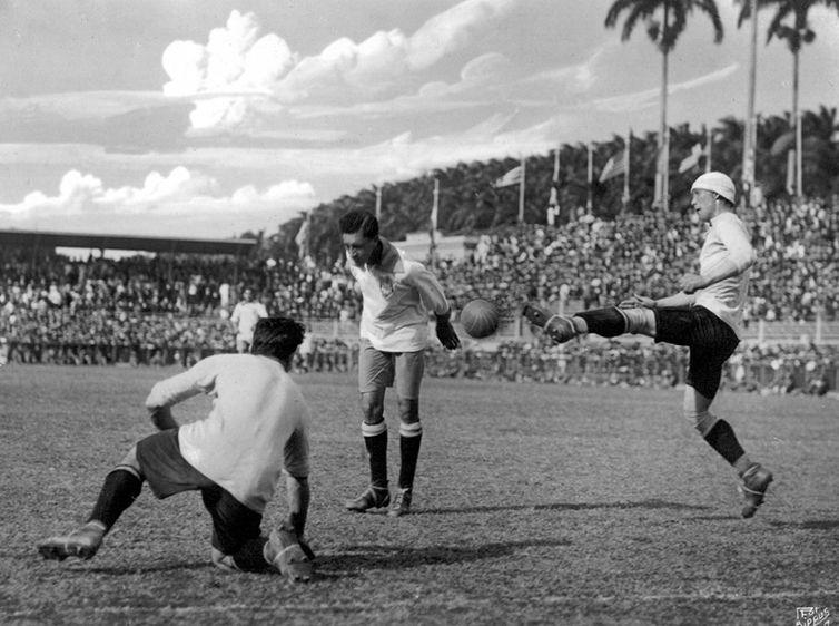 gol do titulo em 2019 firedenreich faz de cabeca o gol da vitoria contra o uruguai - ABERTURA DA COPA AMÉRICA: seleção vai usar camisa branca no jogo de abertura da Copa América