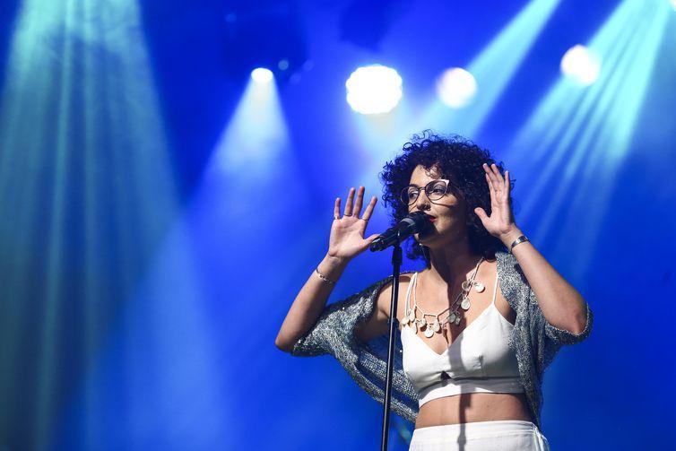 Natália Pires, durante participação no Festival de Música Nacional FM.