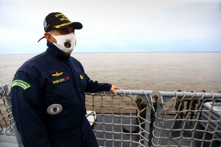O comandante Robledo, durante missão no Navio Auxiliar Pará.