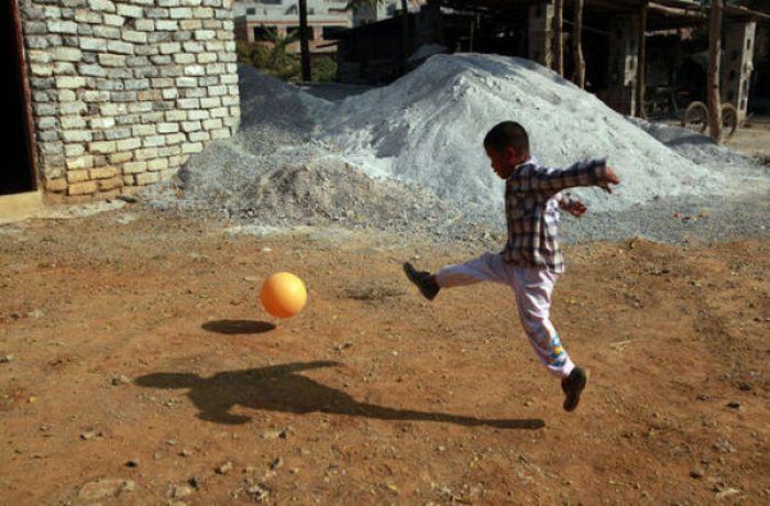 Garoto chinês de 6 anos banido pela sociedade 11