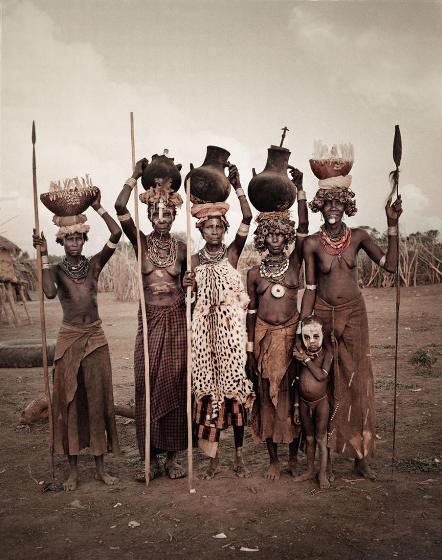 A vida de tribos que estão desaparecendo pelo mundo 36