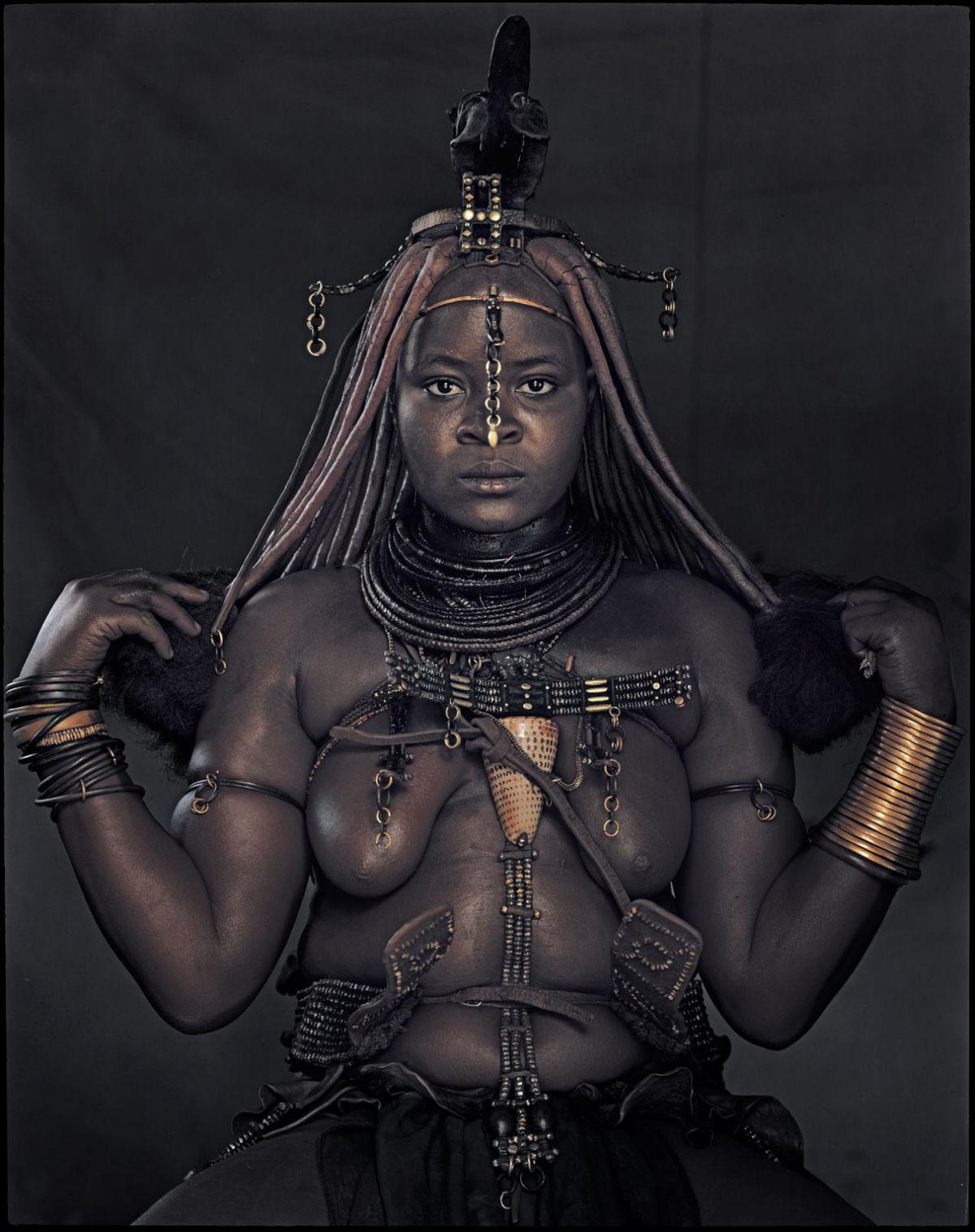 A beleza da tribo Himba, os últimos povos nômades da África 02