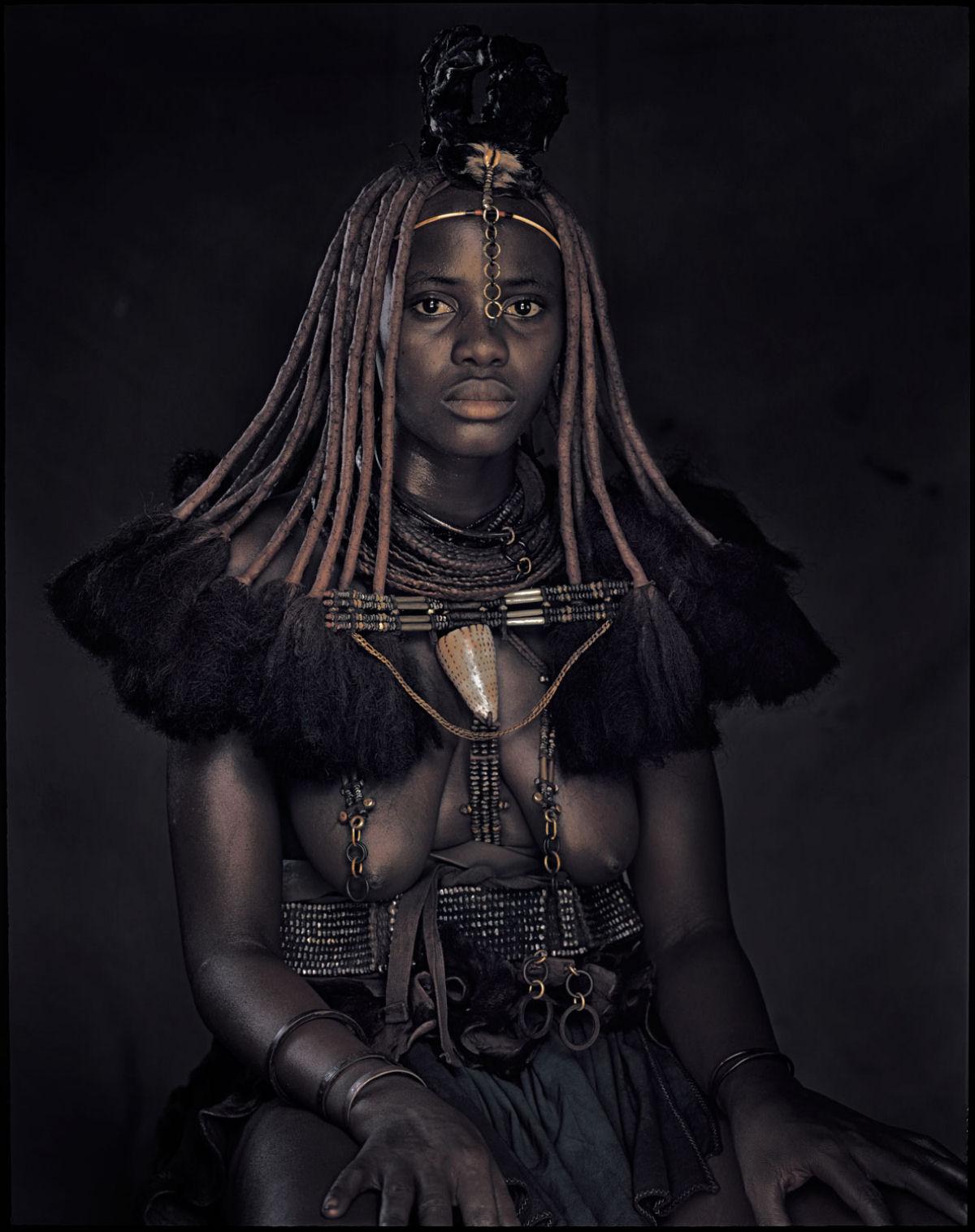 A beleza da tribo Himba, os últimos povos nômades da África 08