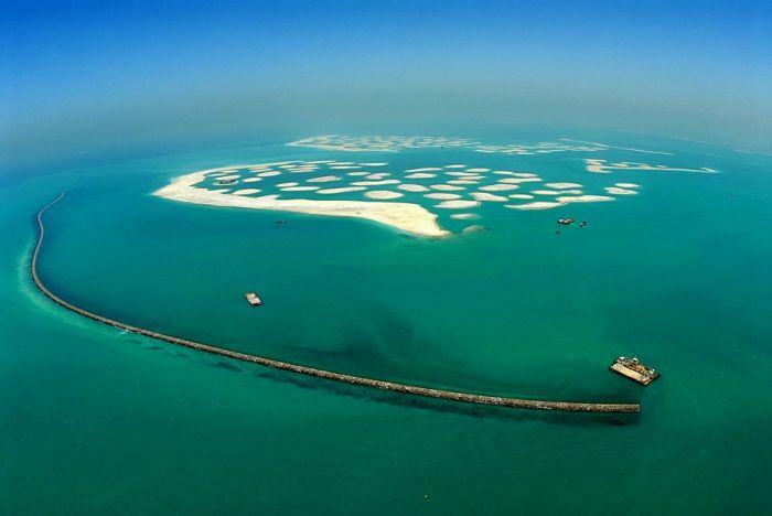 Homem construindo ilhas em Dubai 02