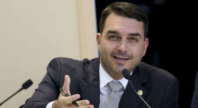 Flávio Bolsonaro defendeu-se por meio de uma nota enviada pela assessoria. O senador nega as acusações