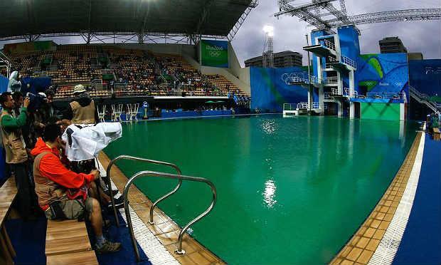 Os problemas com a coloração da água da piscina começaram na quarta-feira / Foto: Agência Brasil