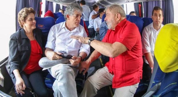 Ricardo Coutinho foi no ônibus com Lula (Foto: Divulgação)