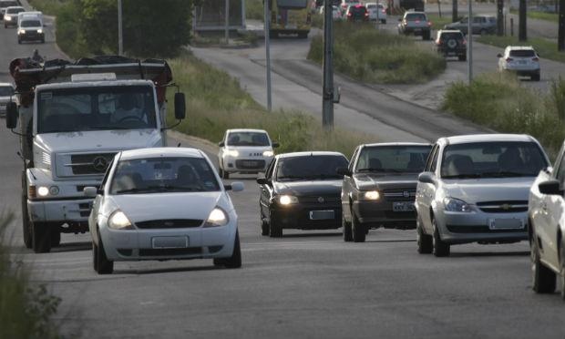 É importante lembrar que, nas rodovias estaduais de Pernambuco, a fiscalização acontece apenas de forma educativa, visto que as PEs ainda não receberam sinalização / Foto: Bobby Fabisak/JC Imagem