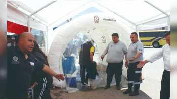 Colocan túneles sanitizantes en el tianguis