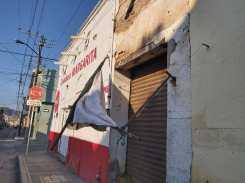 Diversos daños en establecimientos comerciales.