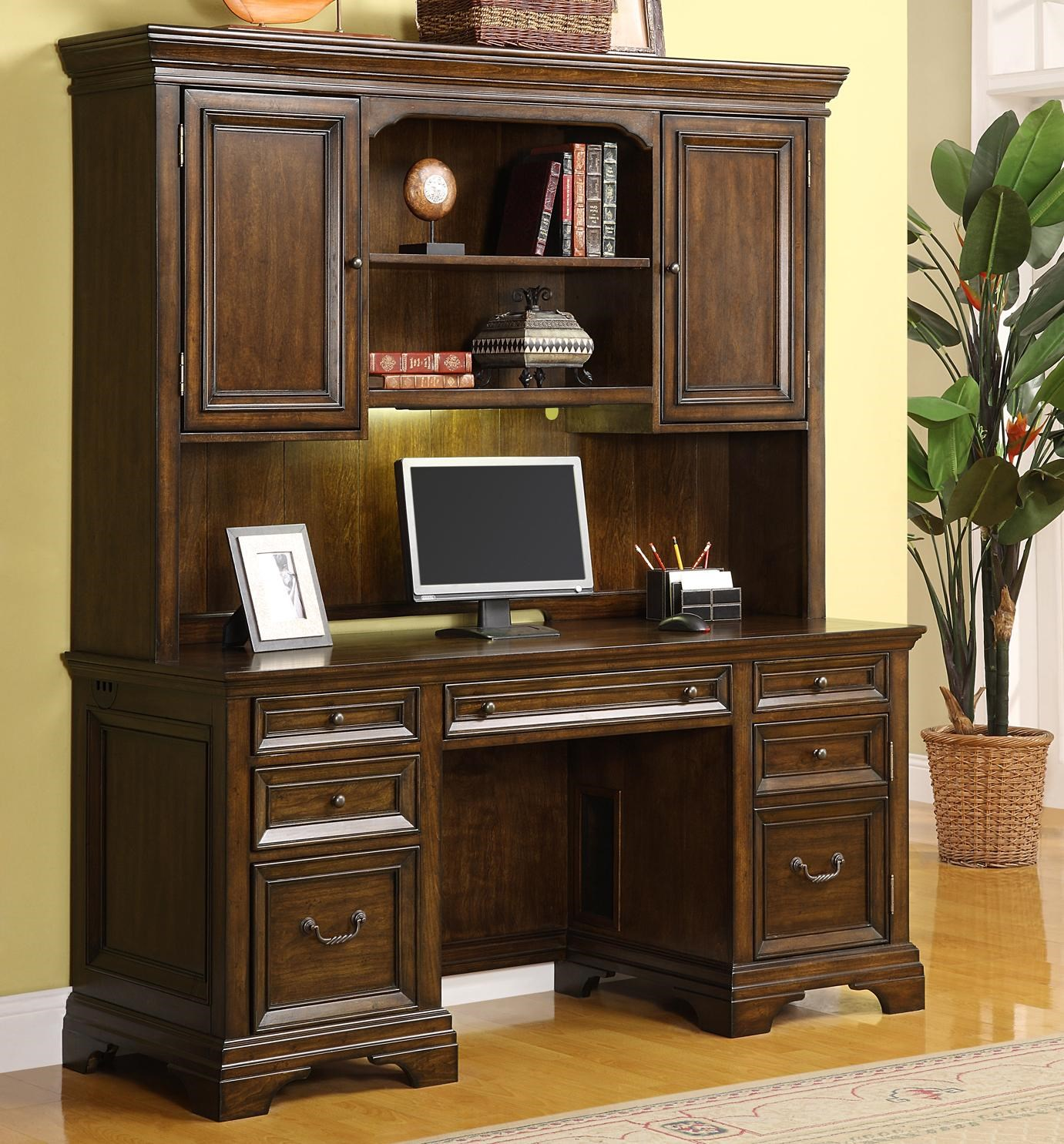 Crendenza And Hutch Woodlands By Flexsteel Wynwood Collection Wilcox Furniture Desk