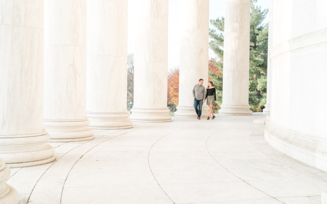 Engagement session at the Jefferson Memorial
