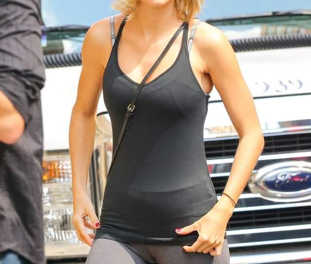Taylor Swift Showing Camel Toe