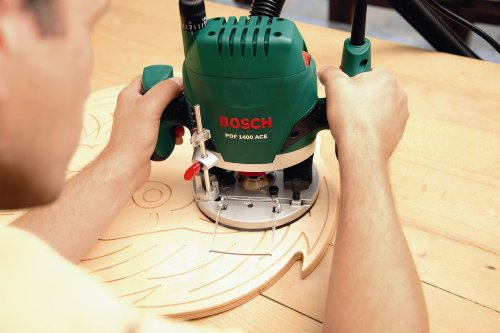 The Bosch POF 1400 features electronic pre-selection of speed. The speed selections ensures the accurate setting of the cutting speed, particularly when working with hard materials such as aluminium or hardwood.