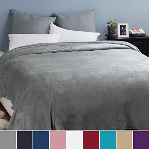Bedsure Kuscheldecke XXL Flauschige Wohndecke Grau 270x230cm - Fleece Tagesdecke für Bett - hochwertige Decke warme weiche Microfaser Fleecedecke