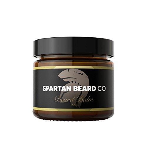 Baume pour Barbe Spartan (60 ml) – Ce produit de soin pour homme réduit les frisottis, le bouclage et les pointes fourchues – Adoucit la moustache et hydrate la peau sèche – Bois de cèdre, sapin, cire