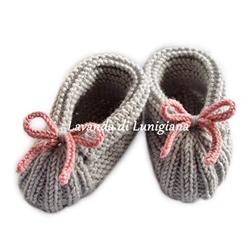 Scarpine da bambina in lana, con fiocco. Fatto a mano. Scarpette fatte a maglia. Scarpine grigio e rosa. bambina. 6-12 mesi. Calzini fatti a maglia. Baby booties. Handmade