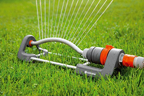 The Gardena 2082-20 Classic Oscillating Sprinkler Polo 220 is another affordable unit you can purchase for your lawn. This specific sprinkler was created to water square and rectangular lawns providing a seamless motion. Able to cover an area of between 90-220m2, this sprinkler performs optimally without causing puddles.