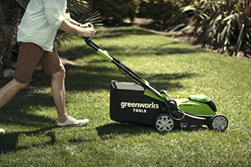 The Greenworks 40V Cordless Lawn Mower with its 41cm cutting width is supposed to be one of the best-selling cordless lawn mowers in the UK. The 40V mower offers plenty of power and runtime, making it an excellent choice for medium sized lawns.