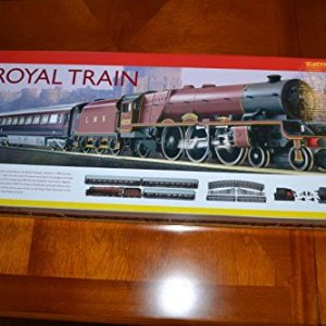 Hornby R1057 The Royal Train – OO Gauge – Electric Train Set 51HZykoS1aL