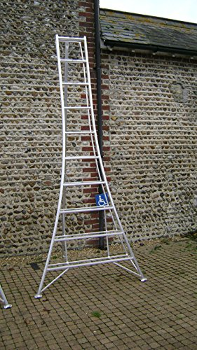 The Estate to Garden Tripod Ladder 3m is popular for heavy duty jobs such as trimming high hedges and pruning overgrown trees branches. Thanks to a lightweight aluminium construction, the tripod ladder is super-easy to move around the job area and back into the shed after you're done.