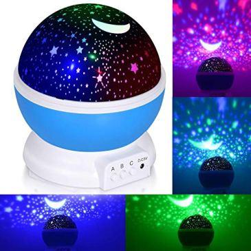 Lumière de nuit pour enfants, Adoric bébé Projecteur d'étoiles lumière de nuit avec 3Modèle romantique Rotating Cosmos Star Sky Lune Vidéoprojecteur comme cadeau de fête Halloween, Noël (Bleu)