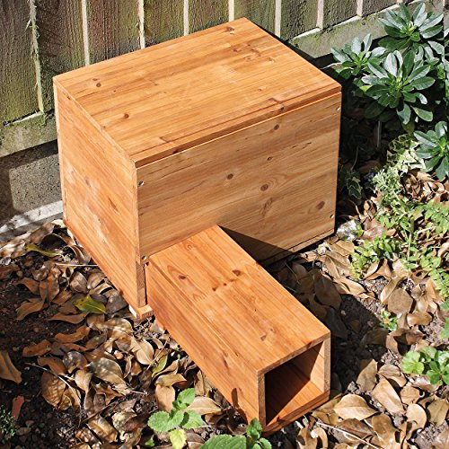 Approved by the British Hedgehog Preservation Society, the Coopers of Startford Hedgehog House features a great design and construction which makes it a must-have for anyone looking to provide a comfy home for hedgehogs.