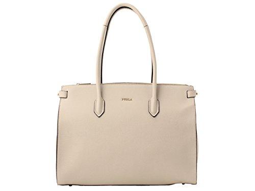 FURLAは40代に人気のブランドでトートバッグはおすすめ