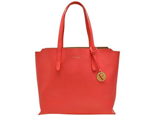 FURLAは軽くて使い勝手もよいので母親にも人気のバッグ