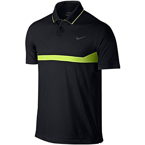 ナイキのポロシャツは速乾性が高くゴルフをする人に人気