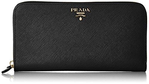 PRADAの財布は美しく男性に人気