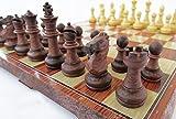 折りたたむと中にコマを収納できるチェスボード