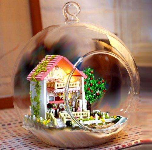 おしゃれな球体ガラスのドールハウスをプレゼント