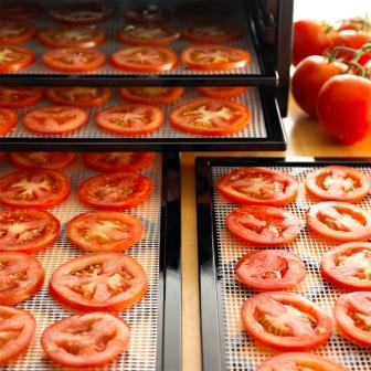 Dehydrate faster with square trays that hold more food. Remove trays as needed to increase the height needed to dehydrate bulky items or raise dough.
