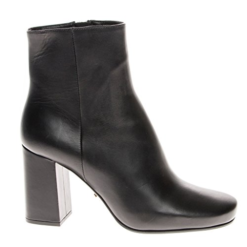 """41QNBAQqtML Heel height/type: 3"""" Covered block heel, Shaft: 2.75"""", Circumference: 10"""" Item cannot be returned without red security tag attached Includes logo box"""