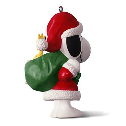 Hallmark-Keepsake-2017-PEANUTS-Winter-Fun-With-SNOOPY-Mini-Christmas-Ornament