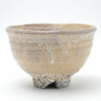 Japanese ceramic Hagi yaki (Hagi-ware) made by Kohei Tanaka. Matcha chawan tea bowl.