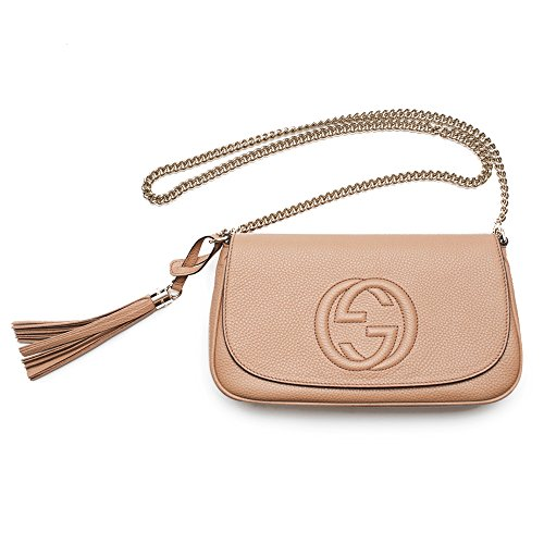 """51E6WzEOAcL Our Soho chain shoulder bag, with a flap closure and leather tassel. Made in our signature lightweight leather, noted for its softness and elasticity. Rose beige leather. Leather tassel. Camelia Rose Beige Light Tan Leather Light fine gold toned hardware. Embossed interlocking G. Shoulder chain strap with 21"""" drop and mounted with rivets. Medium. 10.6""""W x 6.3""""H x 2""""D. Cotton linen lining. Made in Italy."""