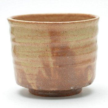 Hagi yaki Japanese ceramic. Tsutsu Matcha chawan tea bowl made by Keizan Utagawa.